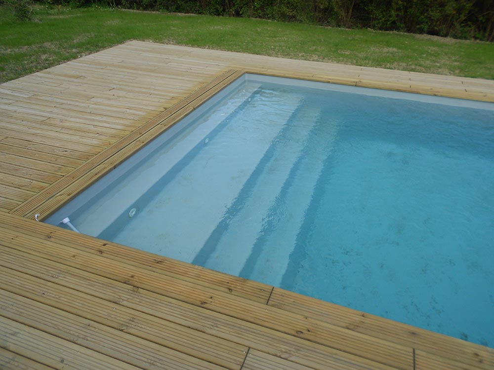 Piscine el gance la piscine fond inclin familiale for Coque piscine solde